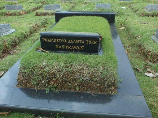 Makam Pramoedya Ananta Toer di Karet Bivak (dok. pribadi)